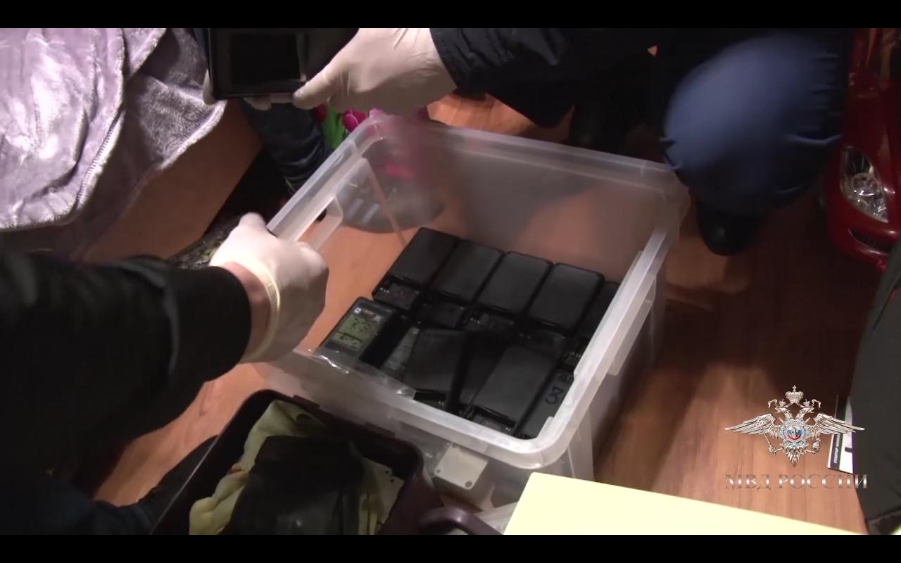 Задержана группа сотрудников АЗС, которые с помощью ПО и электроники корректировали и организовывали 5% недолив на АЗС - 10