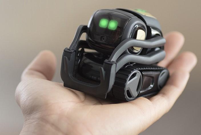 В продажу поступил крошечный робот-компаньон Anki Vector, который напоминает WALL-E