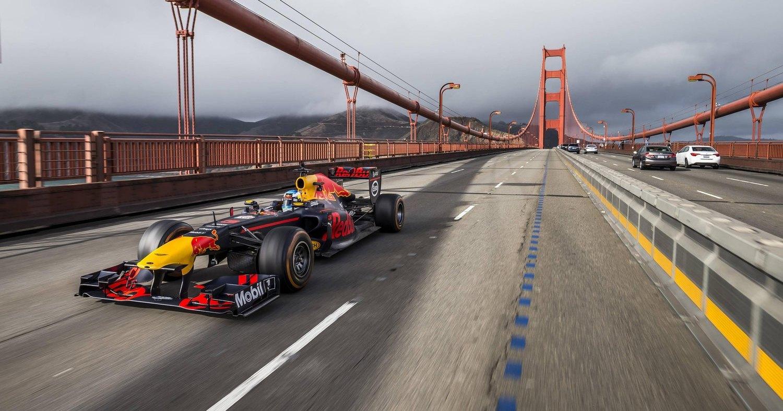 Гонщик Формулы-1 пересёк США на болиде