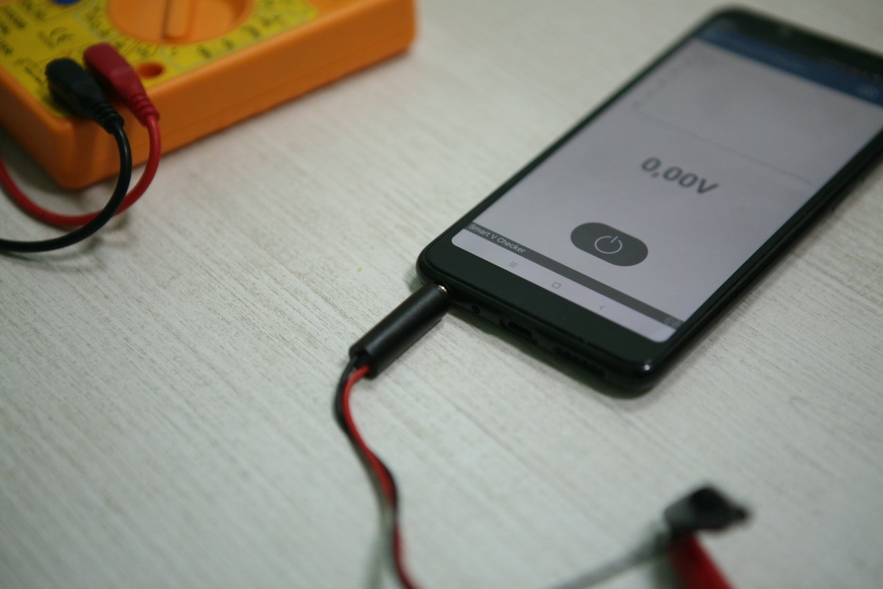 Вольтметр для батареек: карманный гаджет для смартфона с «крокодильчиками» - 7