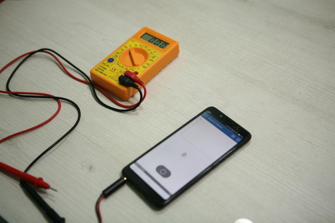 Вольтметр для батареек: карманный гаджет для смартфона с «крокодильчиками» - 1