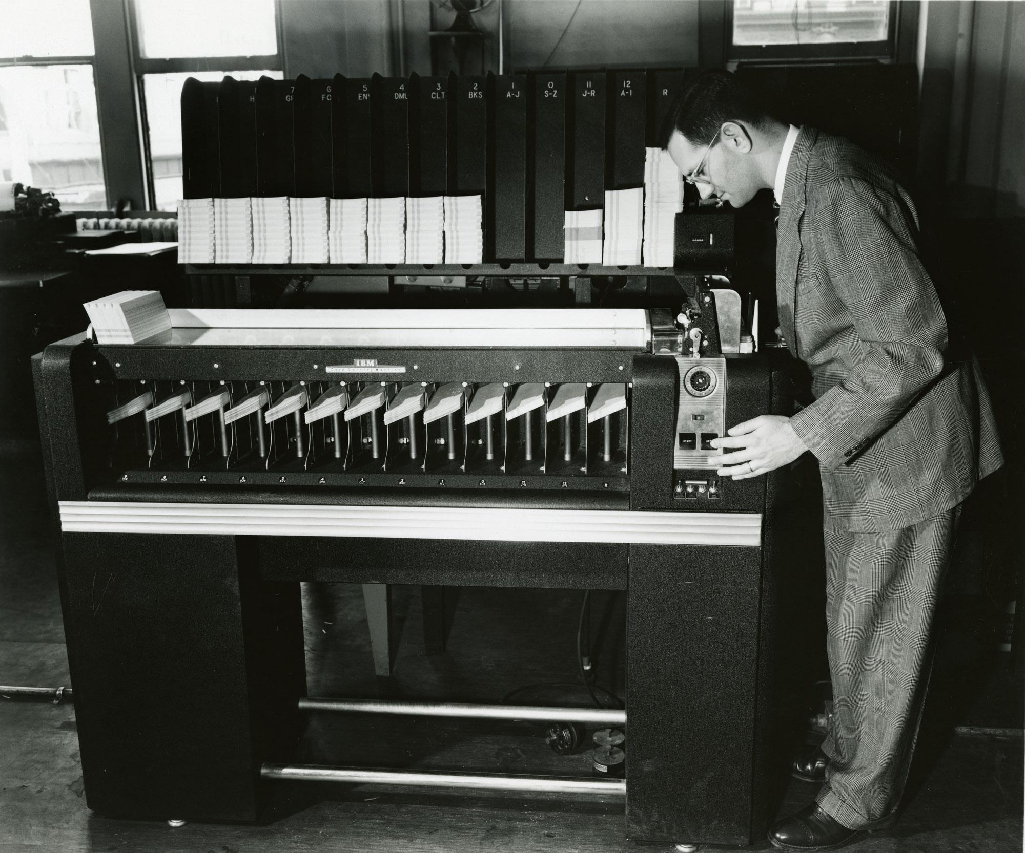 Тесное знакомство с электромеханическим сортировщиком перфокарт (экскурс в начало XX века) - 1