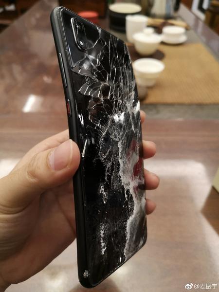 Смартфон Huawei P20 упал с высоты 50 метров и остался в рабочем состоянии
