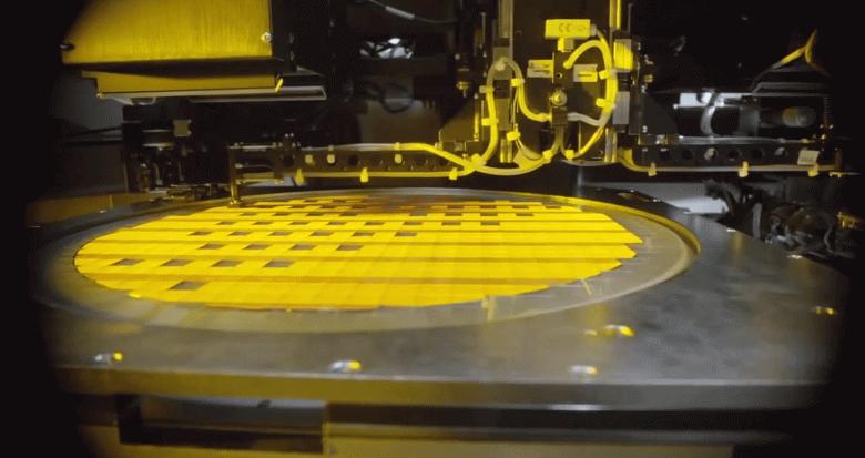 Intel может отдать на аутсорсинг производство недорогих процессоров
