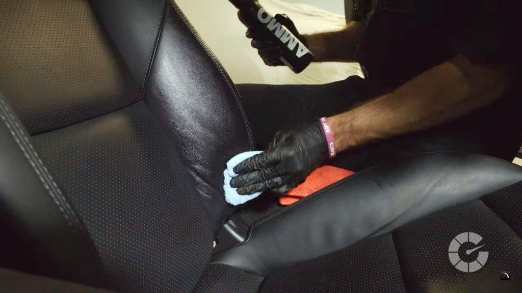 Как очистить кожаные сиденья автомобиля