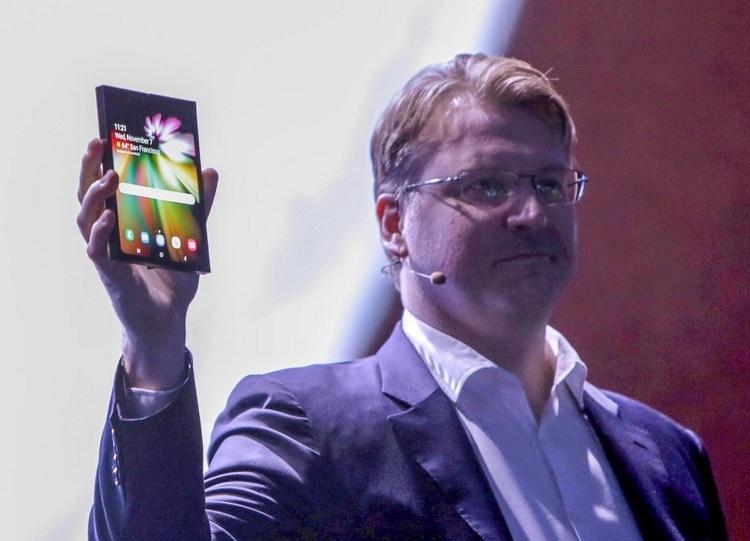 Слухи: Samsung выпустит смартфон со складным экраном в марте