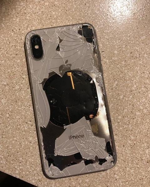 В США iPhone X взорвался прямо в процессе обновления на iOS 12.1