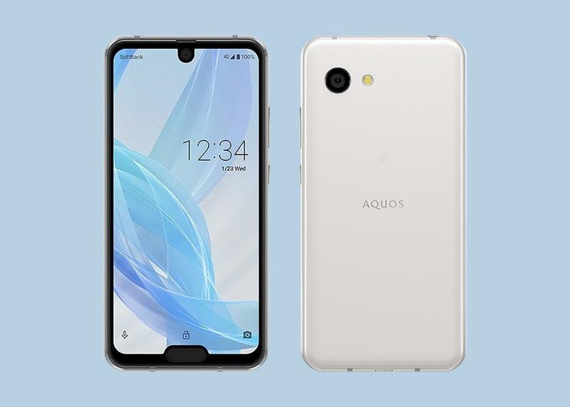 Новый смартфон Sharp получил два «выреза»