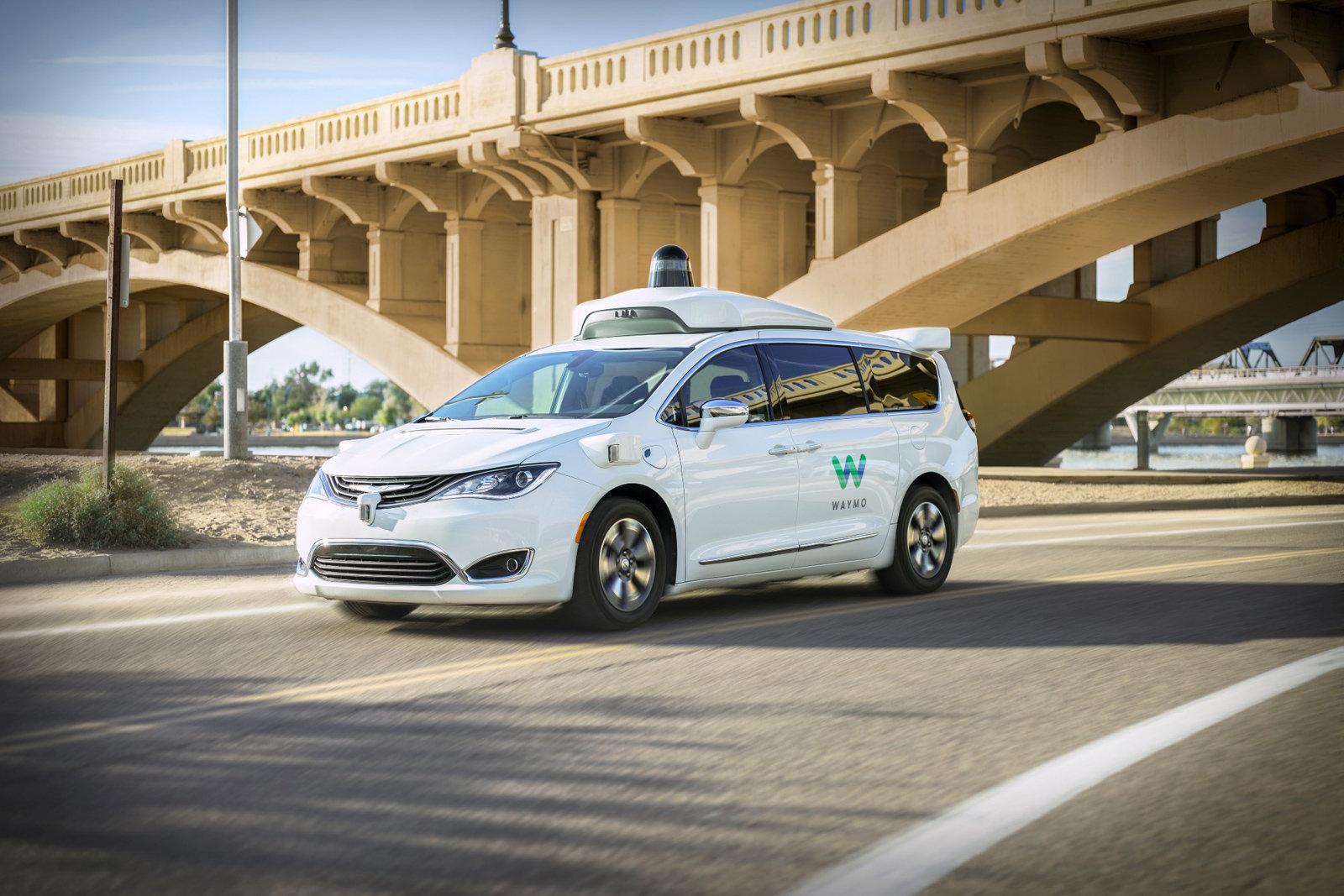 Роботизированный такси-сервис от Waymo автономен лишь частично - 1