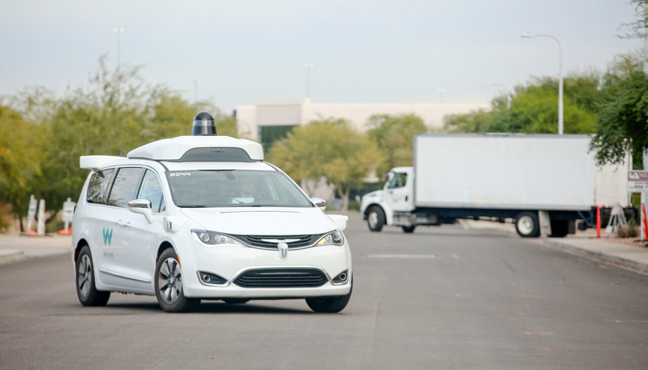 Журналистам удалось найти пассажира роботакси Waymo, который рассказал о работе сервиса - 1