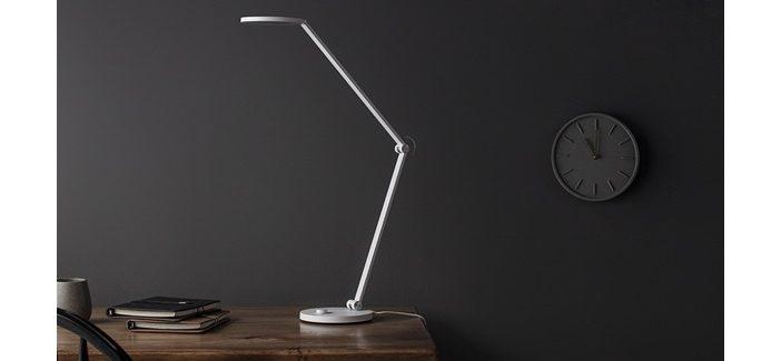 Умная настольная лампа Xiaomi Mijia Table Lamp Pro стоит $50