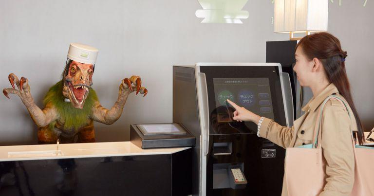 Японский робо-отель «уволил» половину своих роботов из-за создаваемых ими проблем - 1