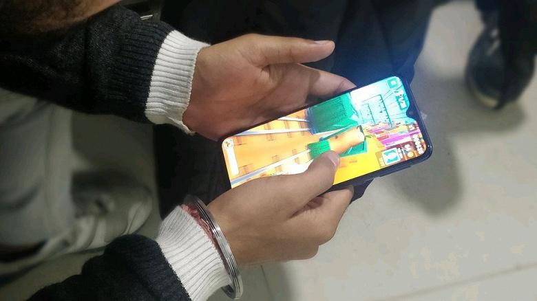 Опубликованы живые фото смартфона Samsung Galaxy M20, он сможет приятно порадовать своей автономностью