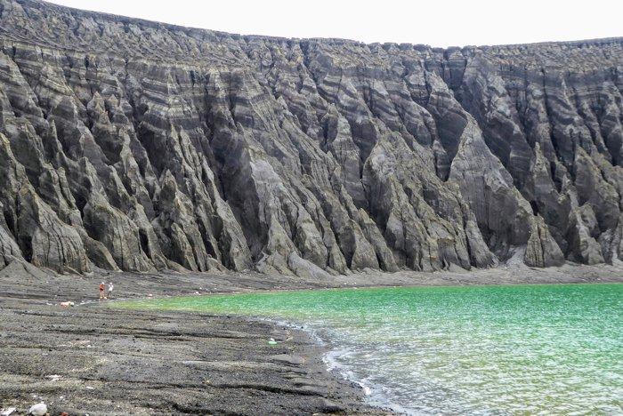 Ученые посетили необычный остров, возникший 4 года назад