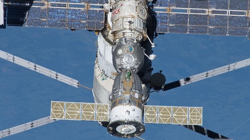 NASA покупает еще два места на «Союзах», испытывает RS-25 и не отказывается от околоземной станции - 1