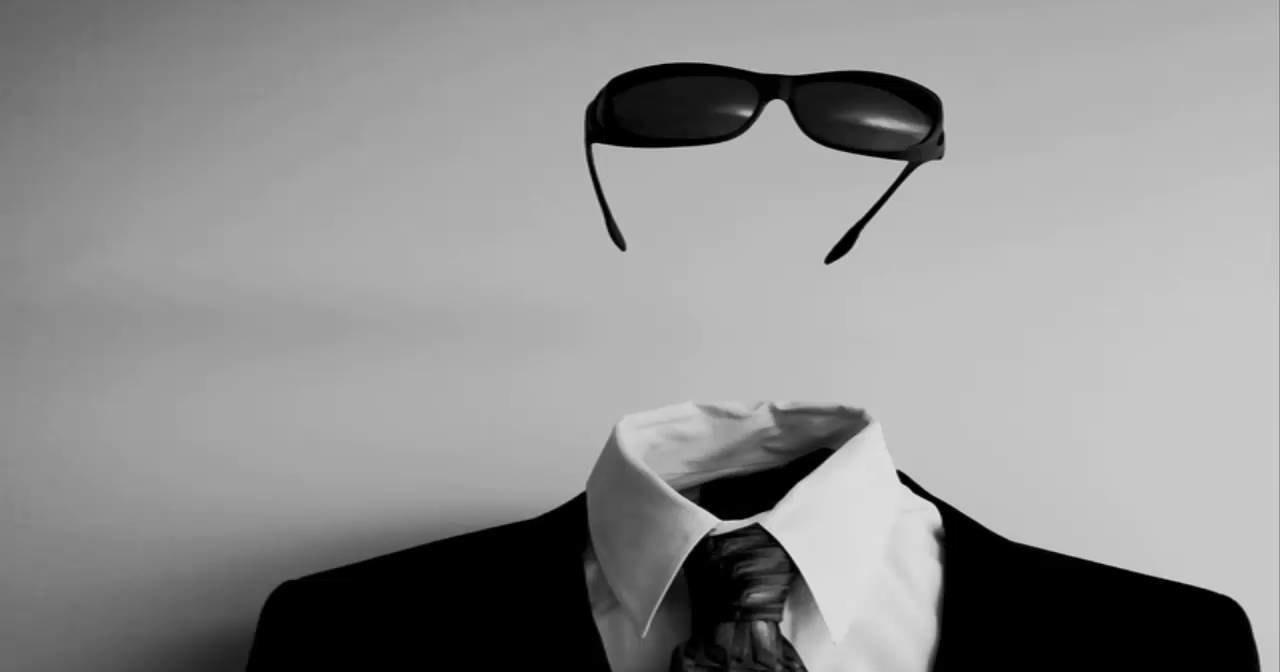 Абстрактный постер сделал человека невидимым для машинного зрения