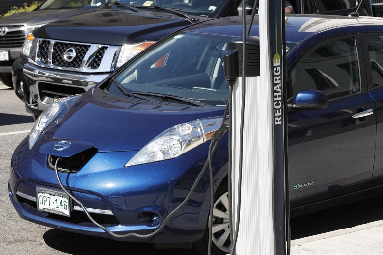 В США начнут штрафовать за парковку на зарядных станциях для электромобилей