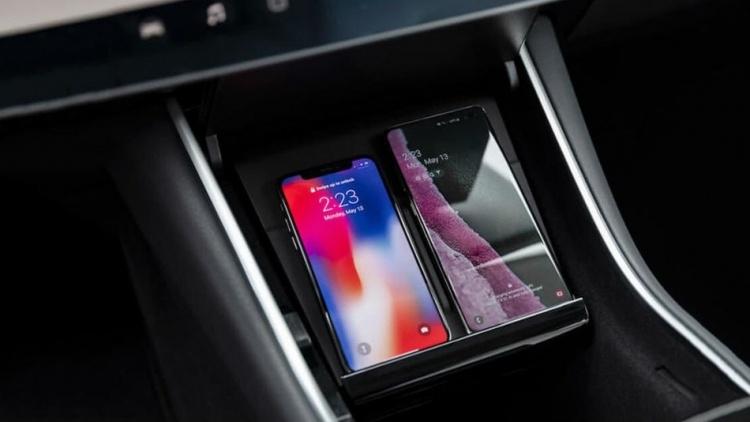 Аксессуар Tesla Model 3 для беспроводной зарядки телефонов удивил завышенной ценой