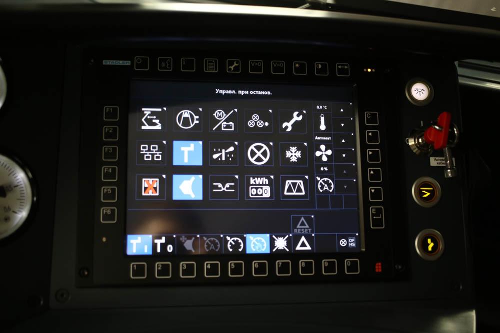 В кабине машиниста поезда - 10