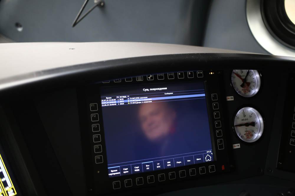 В кабине машиниста поезда - 23