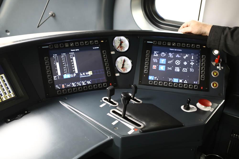 В кабине машиниста поезда - 6