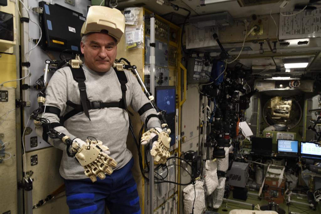 Робот FEDOR — много фото и даже видео с МКС, подготовка космонавта-оператора и первые испытания робота - 10