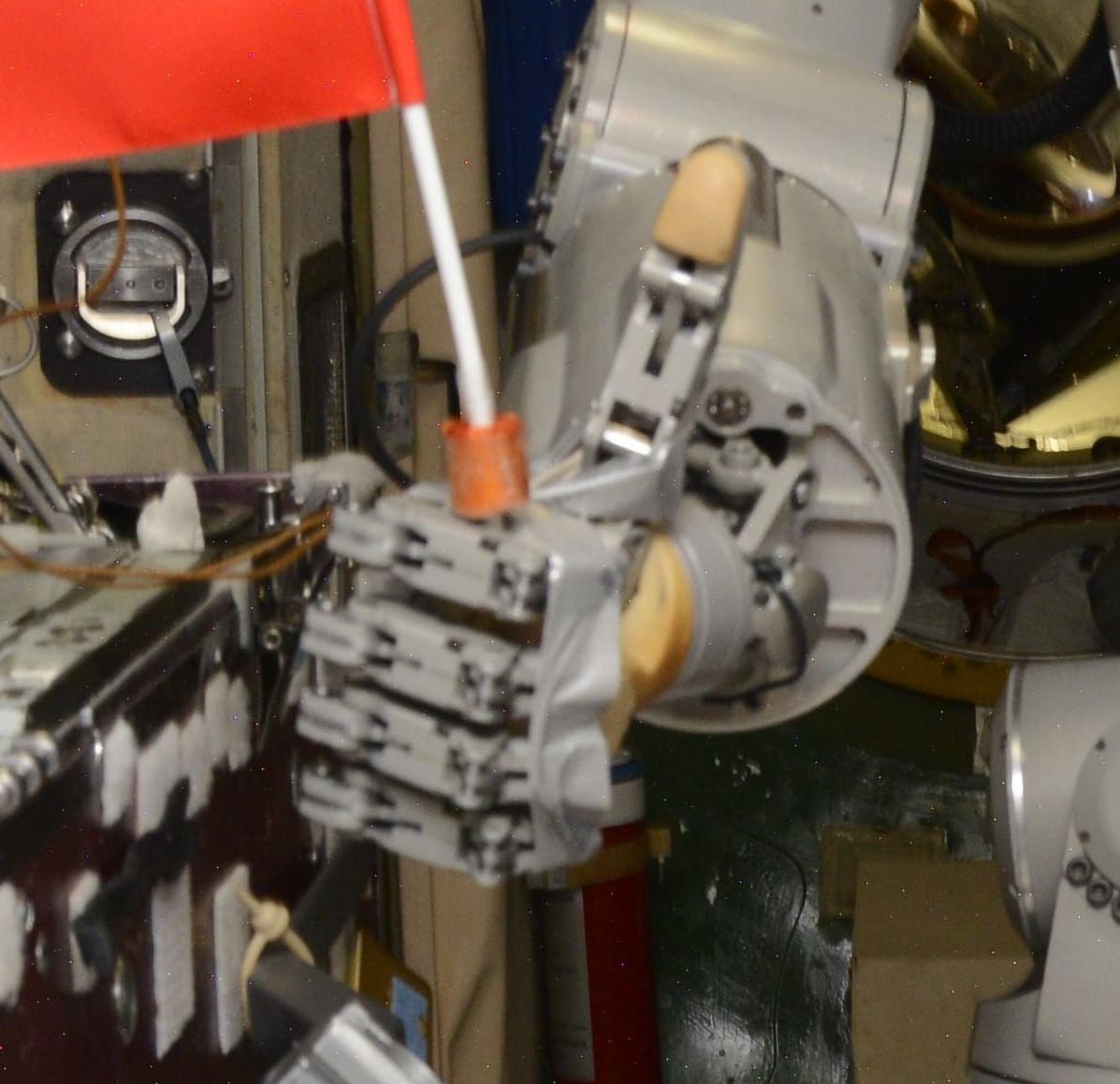 Робот FEDOR — много фото и даже видео с МКС, подготовка космонавта-оператора и первые испытания робота - 16
