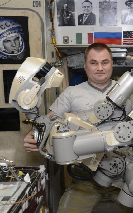 Робот FEDOR — много фото и даже видео с МКС, подготовка космонавта-оператора и первые испытания робота - 17