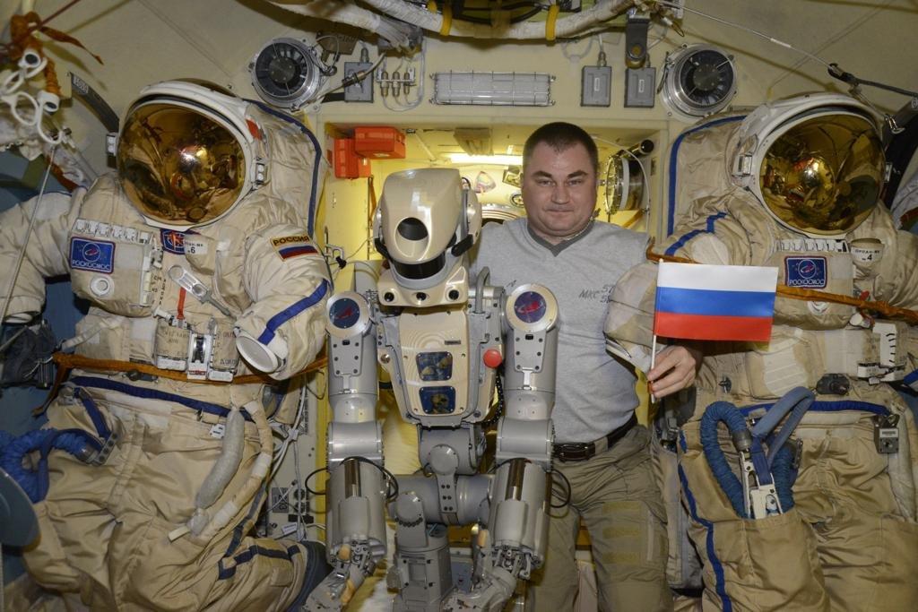 Робот FEDOR — много фото и даже видео с МКС, подготовка космонавта-оператора и первые испытания робота - 18