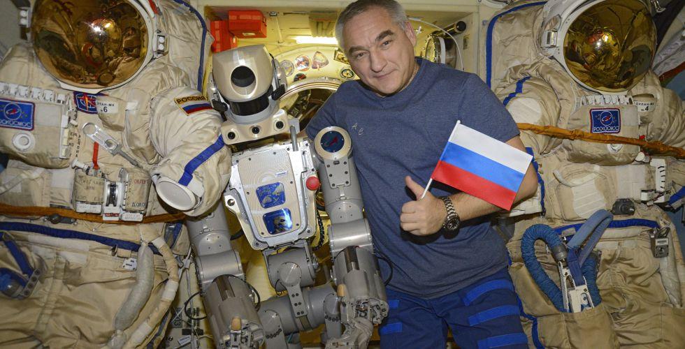 Робот FEDOR — много фото и даже видео с МКС, подготовка космонавта-оператора и первые испытания робота - 19