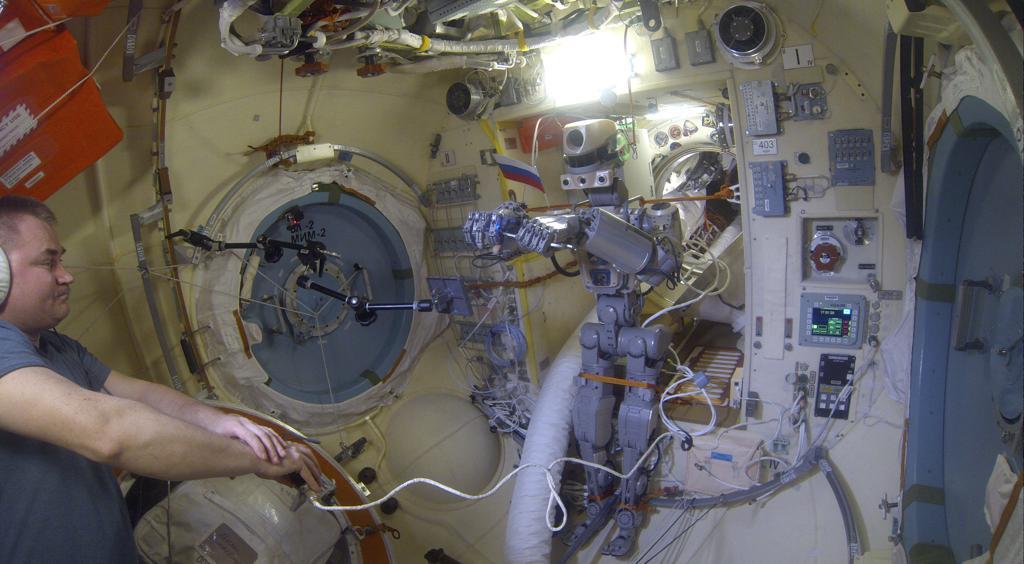 Робот FEDOR — много фото и даже видео с МКС, подготовка космонавта-оператора и первые испытания робота - 20