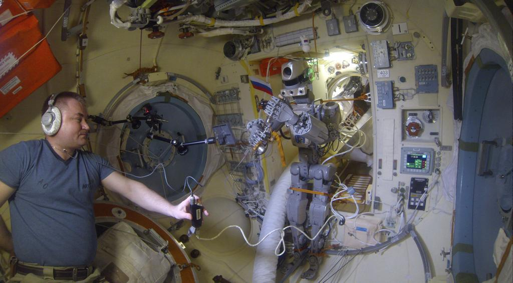 Робот FEDOR — много фото и даже видео с МКС, подготовка космонавта-оператора и первые испытания робота - 22