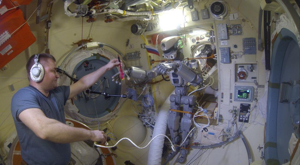 Робот FEDOR — много фото и даже видео с МКС, подготовка космонавта-оператора и первые испытания робота - 25