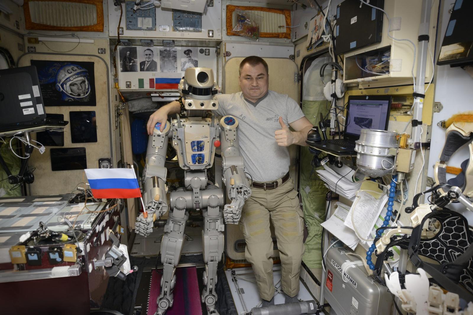 Робот FEDOR — много фото и даже видео с МКС, подготовка космонавта-оператора и первые испытания робота - 28