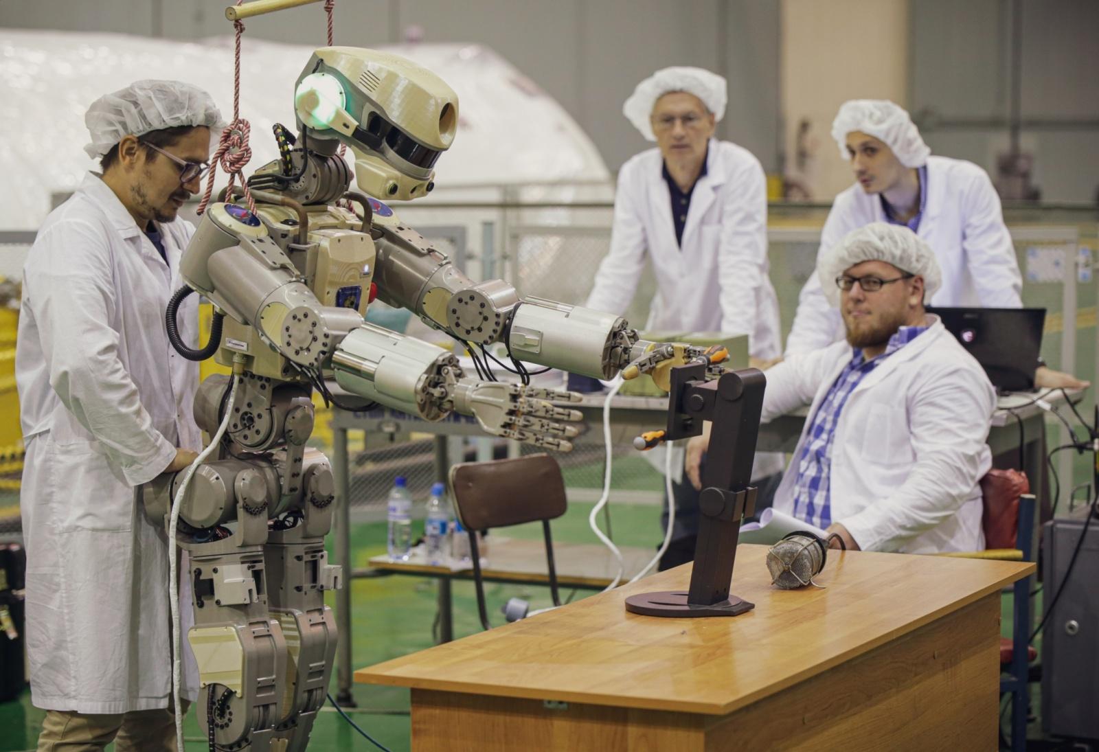 Робот FEDOR — много фото и даже видео с МКС, подготовка космонавта-оператора и первые испытания робота - 30