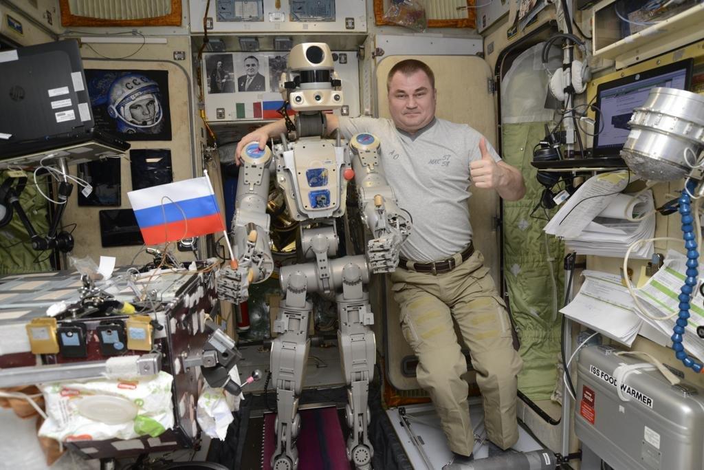Робот FEDOR — много фото и даже видео с МКС, подготовка космонавта-оператора и первые испытания робота - 4