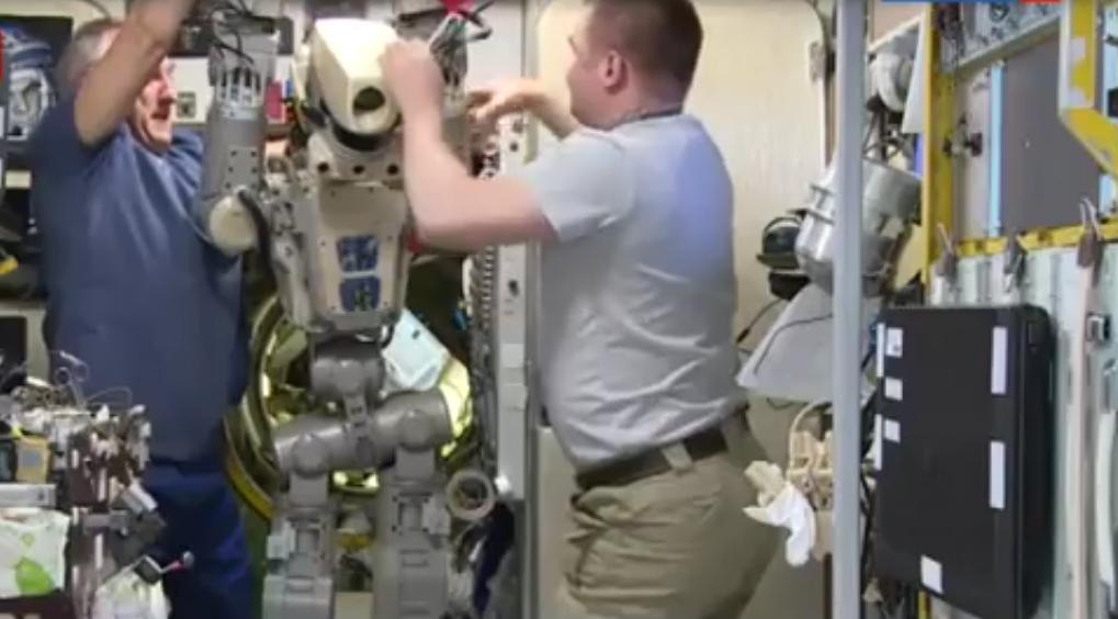 Робот FEDOR — много фото и даже видео с МКС, подготовка космонавта-оператора и первые испытания робота - 7