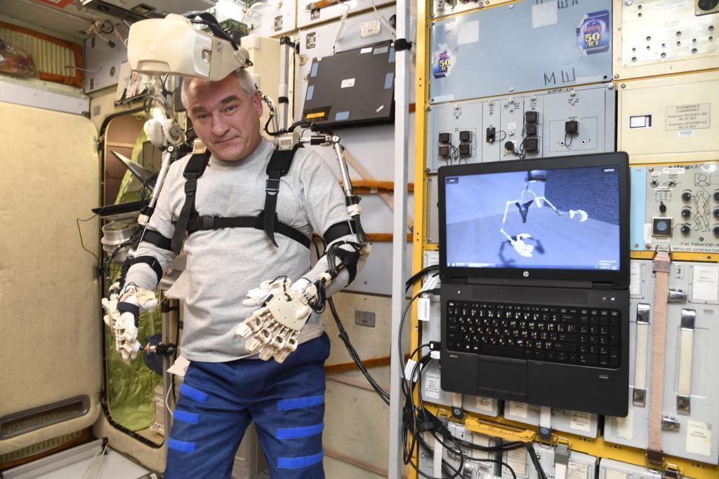 Робот FEDOR — много фото и даже видео с МКС, подготовка космонавта-оператора и первые испытания робота - 8