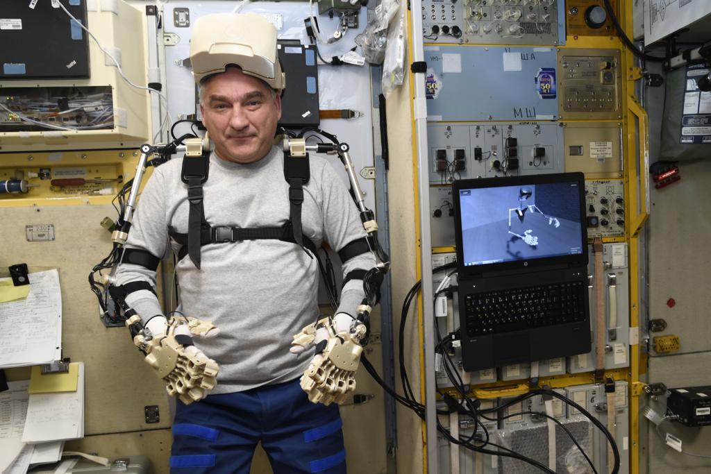 Робот FEDOR — много фото и даже видео с МКС, подготовка космонавта-оператора и первые испытания робота - 9