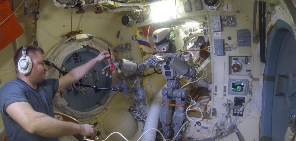 Робот FEDOR — много фото и даже видео с МКС, подготовка космонавта-оператора и первые испытания робота - 1