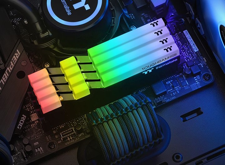 Модули памяти Thermaltake Toughram RGB DDR4 работают на частоте до 3600 МГц