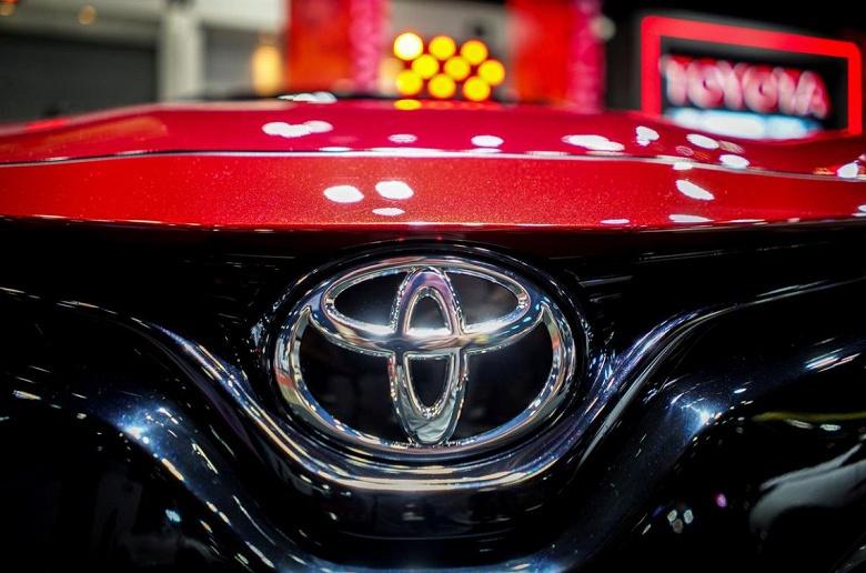 Toyota экспериментирует с электромобилем Prius на солнечных батареях