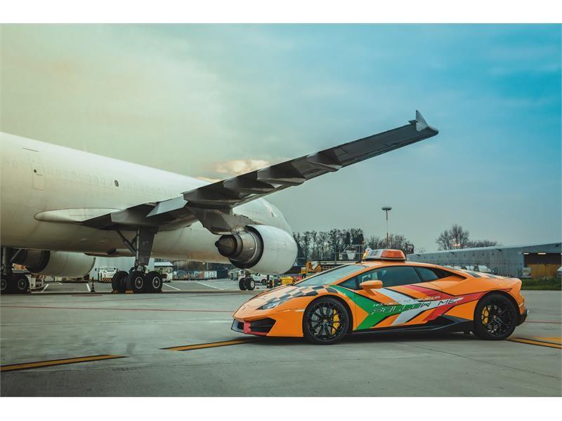 На работу в итальянский аэропорт поступил новый Lamborghini - 2