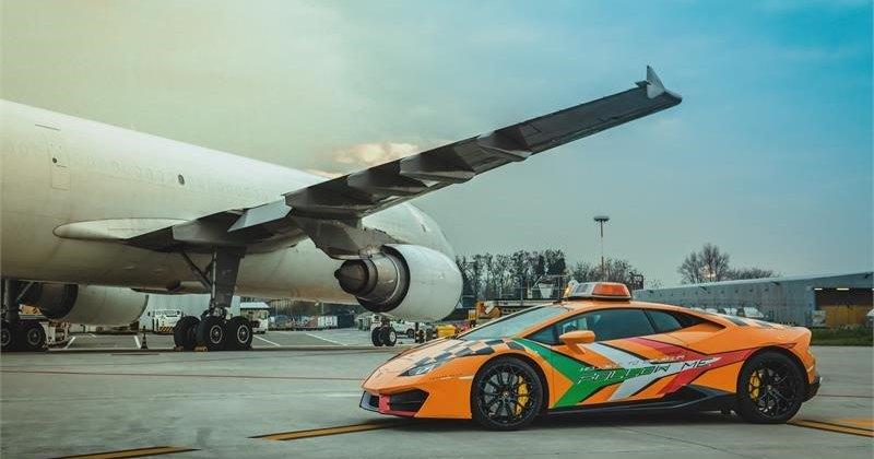 На работу в итальянский аэропорт поступил новый Lamborghini