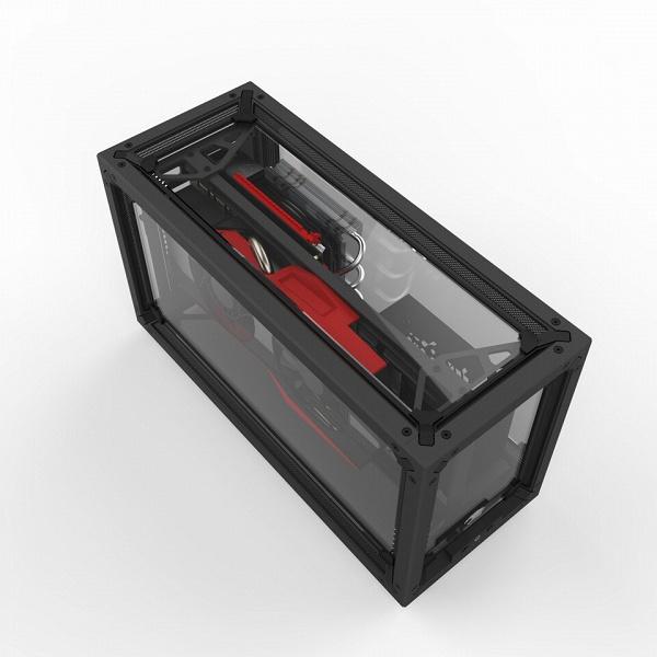 Пять панелей корпуса Revolt GT3 для систем малого форм-фактора изготовлены из стекла