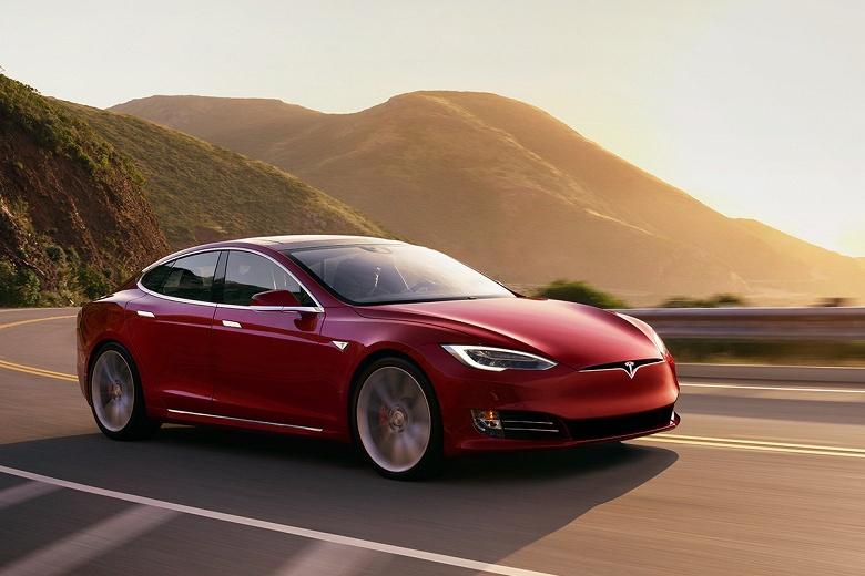 Tesla извинилась за удаление функций из сменившей владельца машины и назвала ситуацию недоразумением