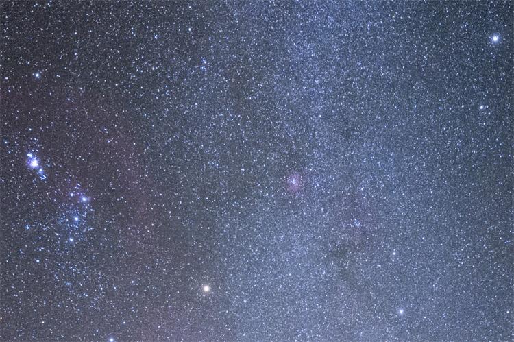 Фото дня: Млечный путь ниспадает на Землю