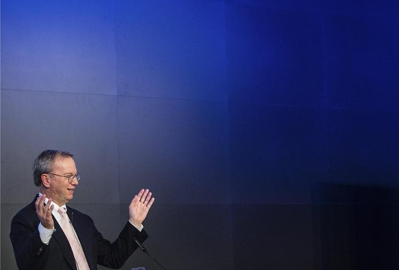 Google и Alphabet покинул один из ключевых в истории развития поискового гиганта руководителей. Эрик Шмидт был главой Google до 2011 года