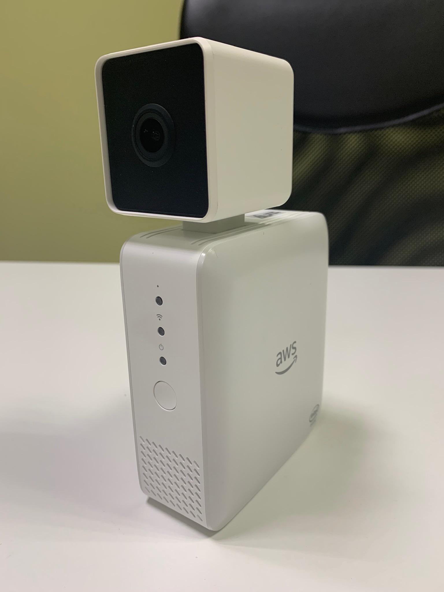 Камера Amazon DeepLens с глубоким обучением. Распаковка, подключение и развертывание проекта - 6