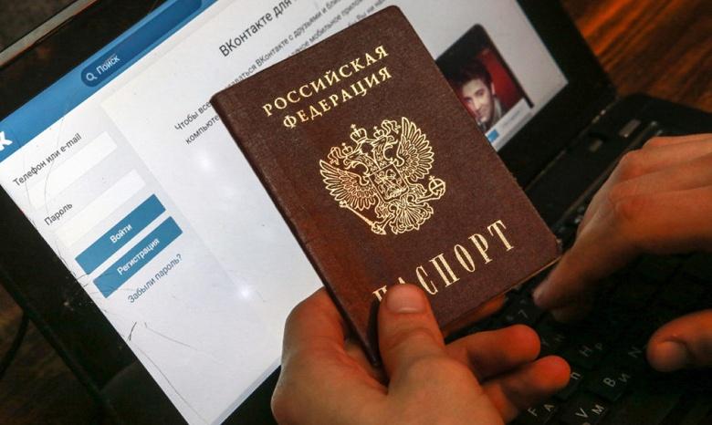 Роскомнадзор закручивает гайки: в России предлагают пускать в соцсети по паспорту